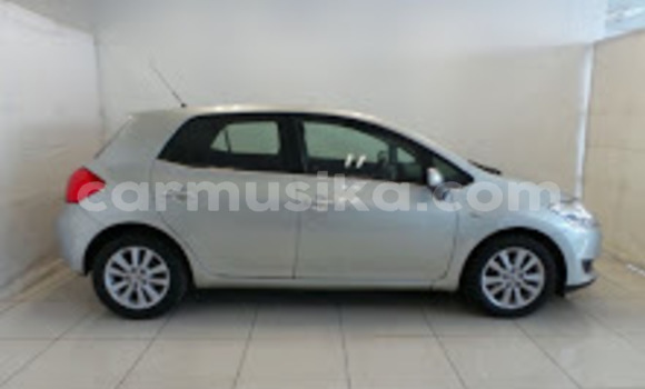 Medium with watermark 2011 toyot auris 4