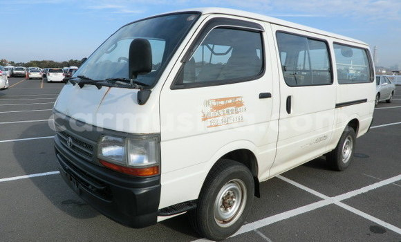 Buy Import Toyota Hiace White Car in Mutare in Manicaland