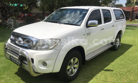 Buy Used Toyota Hilux White Car in Bulawayo in Bulawayo
