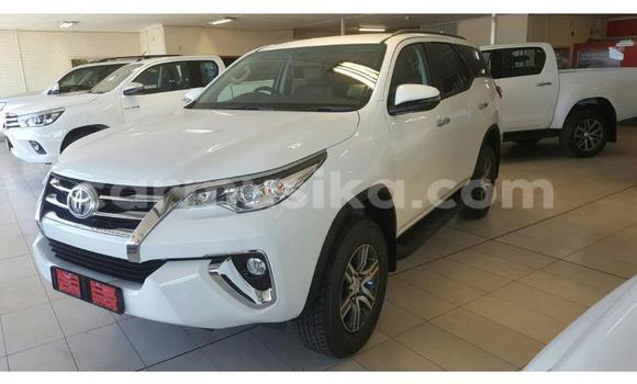 Buy Used Toyota Fortuner White Car in Emerald Hill in Harare