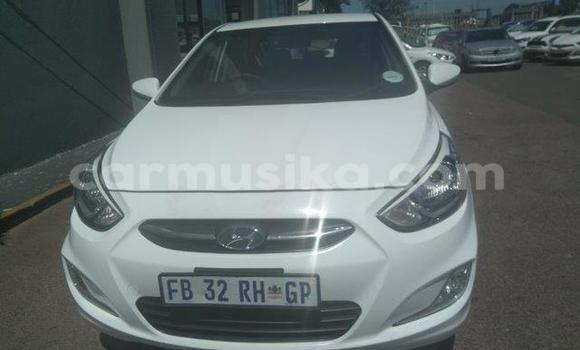 Buy Used Hyundai Accent White Car in Bulawayo in Bulawayo