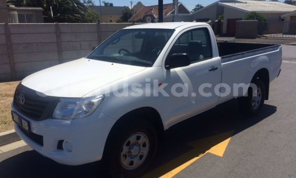 Buy Used Toyota Hilux White Car in Beitbridge in Matabeleland South