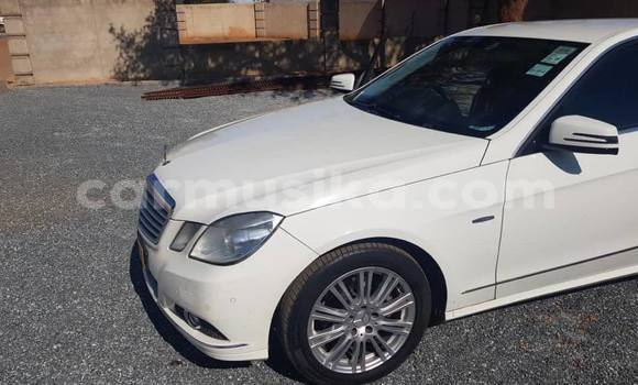 Buy Used Mercedes‒Benz E–Class White Car in Bulawayo in Bulawayo