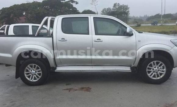 Buy Used Toyota Hilux Silver Car in Bulawayo in Bulawayo