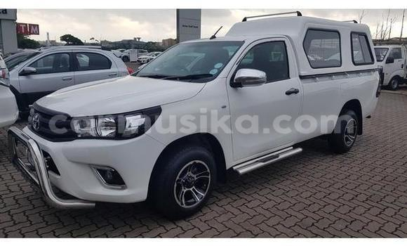 Buy Used Toyota Hilux White Car in Alexandra Park in Harare