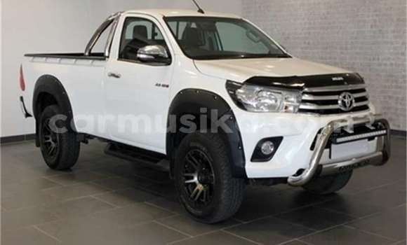 Buy Used Toyota Hilux White Car in Avondale in Harare
