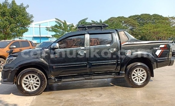 Buy Used Toyota Hilux Black Car in Beitbridge in Matabeleland South