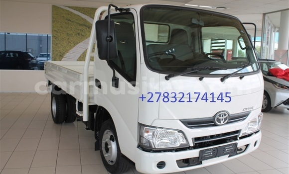 Buy Used Toyota Dyna White Truck in Beitbridge in Matabeleland South