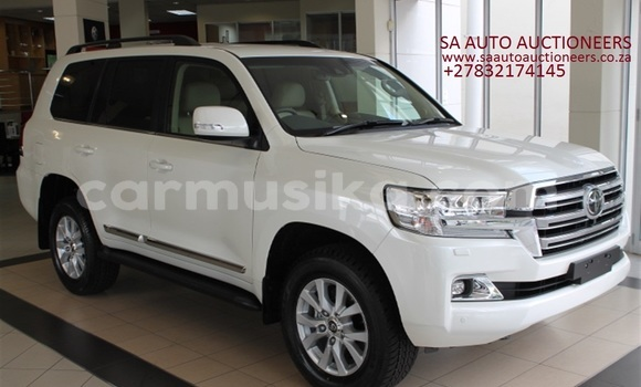 Buy Used Toyota Land Cruiser White Car in Beitbridge in Matabeleland South
