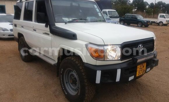 Buy Used Toyota Land Cruiser White Car in Alexandra Park in Harare