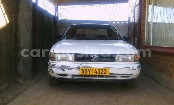 Buy Used Nissan Sunny White Car in Chitungwiza in Harare