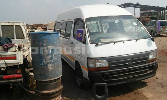 Buy Used Toyota Hiace White Car in Alexandra Park in Harare