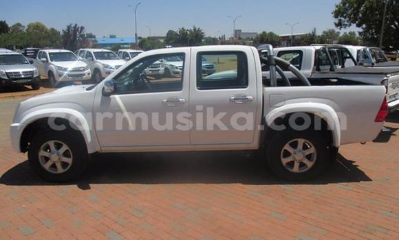 Buy New Isuzu Trooper White Car in Alexandra Park in Harare