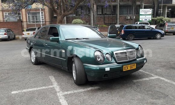 Buy Used Mercedes‒Benz E–Class Green Car in Alexandra Park in Harare