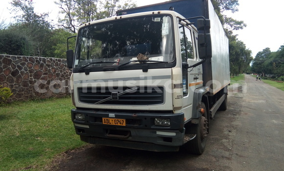 Buy Used Volvo F4 White Truck in Mount Pleasant in Harare