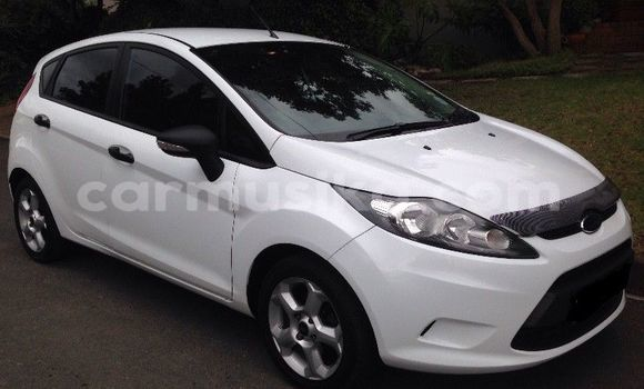 Buy Used Ford Fiesta White Car in Alexandra Park in Harare
