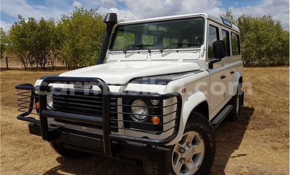 Buy Used Land Rover Defender White Car in Glen Norah in Harare