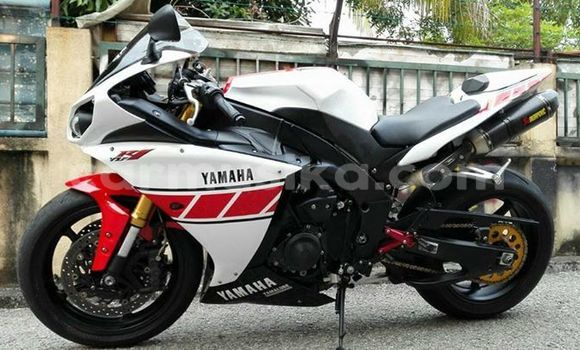 Buy Used Yamaha R6 White Moto in Harare in Harare