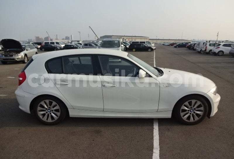 Big with watermark 2011 bmw 1 series1