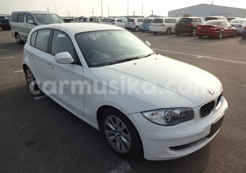 Big with watermark 2011 bmw 1 series2