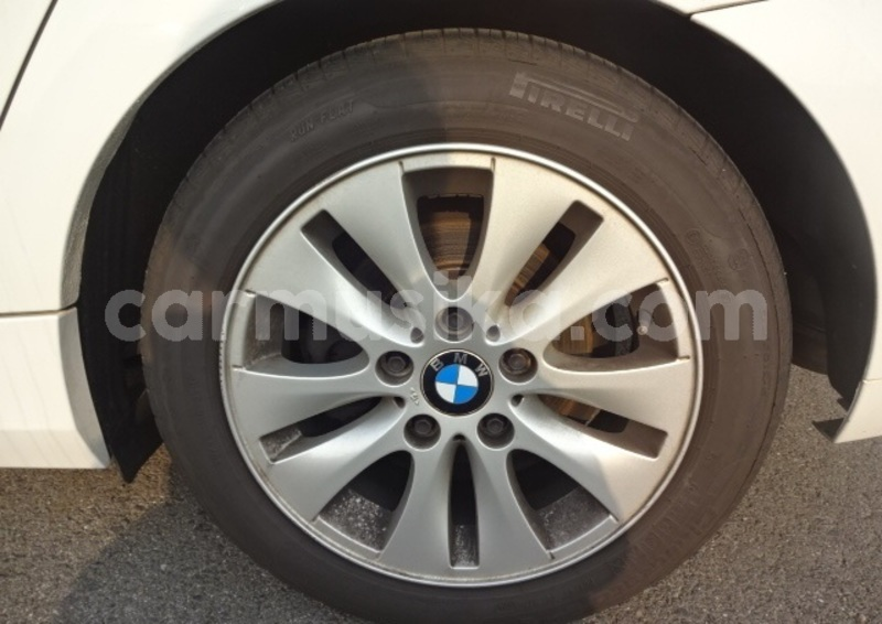 Big with watermark 2011 bmw 1 series6