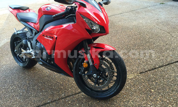 Medium with watermark 2013 honda cbr 02 1