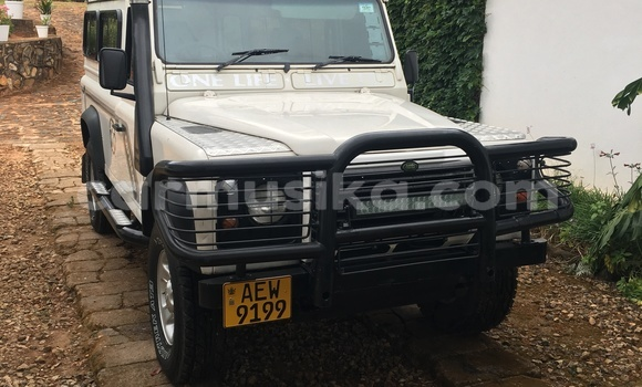 Buy Used Land Rover Defender White Car in Chipinge in Manicaland