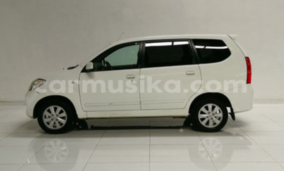 Medium with watermark toyota avanza bulawayo bulawayo 10424