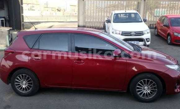 Medium with watermark 2014 toyota auris 3