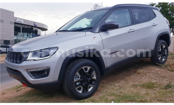 Medium with watermark jeep compass 2018 suv