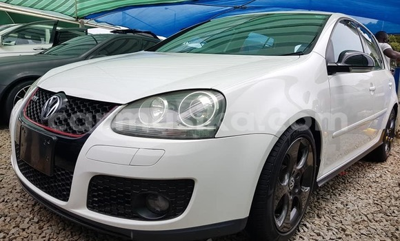Buy Used Volkswagen Golf White Car in Harare in Harare