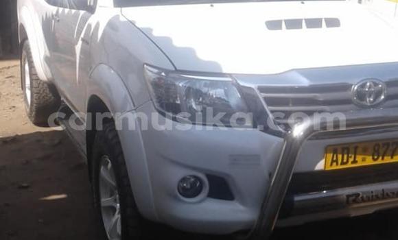 Buy Used Toyota Hilux White Car in Gweru in Midlands