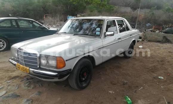 Buy Used Mercedes-Benz E-klasse White Car in Kwekwe in Midlands